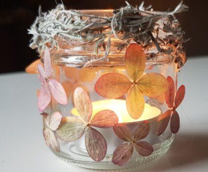 Kerst versier je met bloemen en blaadjes uit eigen tuin